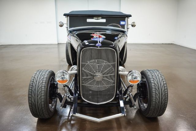 1932 Ford Roadster (Black/Red)