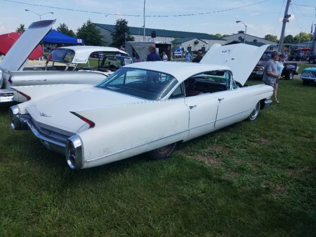1960 Cadillac Series 62 (White/Brown)