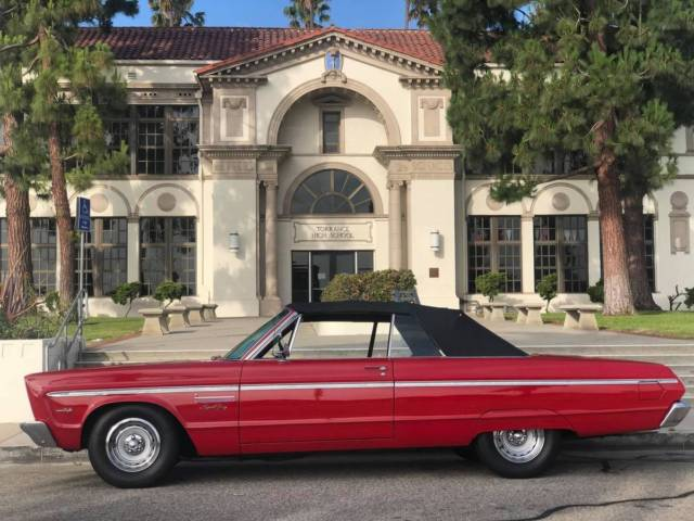 1965 Plymouth Fury (Red/Black)