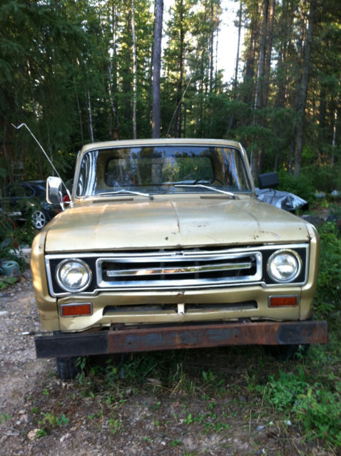 1969 International Harvester 1200D (Gold/Black)