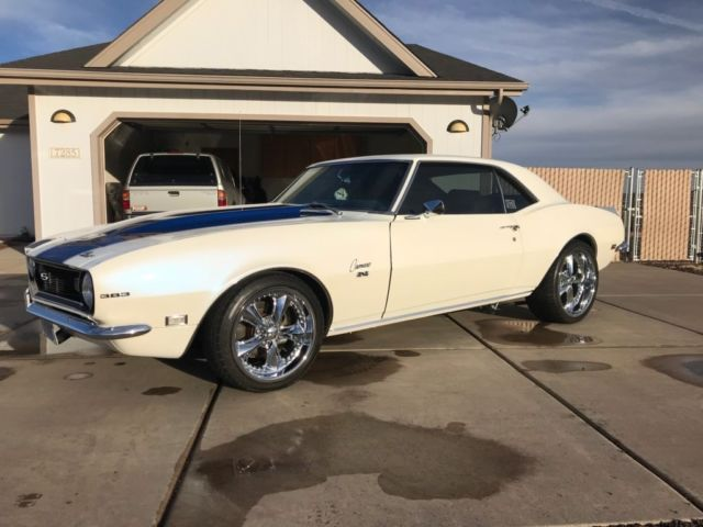 1968 Chevrolet Camaro (White/Blue)