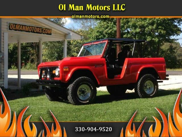 1977 Ford Bronco (Red/Black)