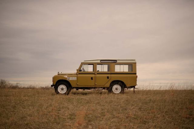 1975 Land Rover Defender (Yellow/Black)