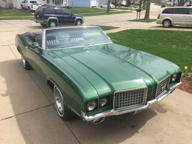 1972 Oldsmobile Cutlass (Green/Black)
