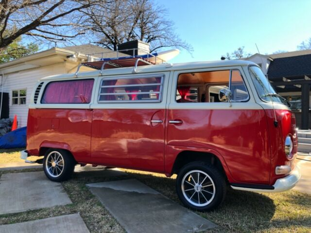 1971 Volkswagen Bus/Vanagon (White over red/Red)