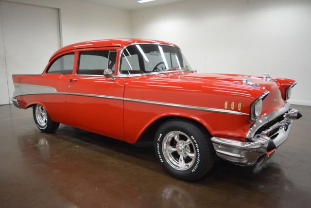 1957 Chevrolet Bel Air/150/210 (Red/Gray)