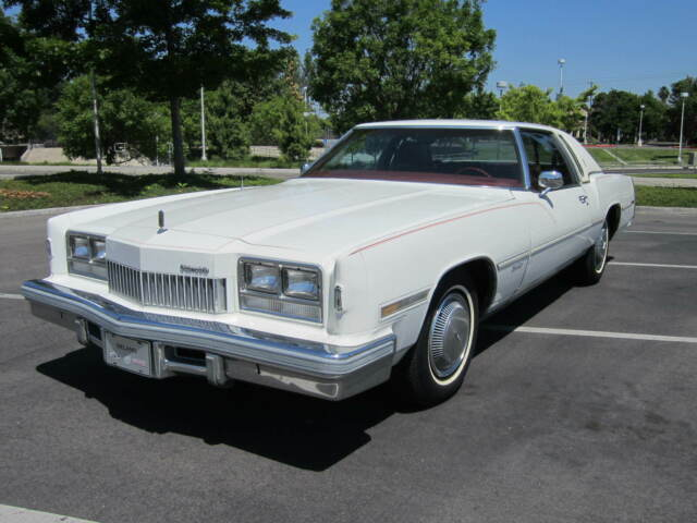 1978 Oldsmobile Toronado (White/Red)