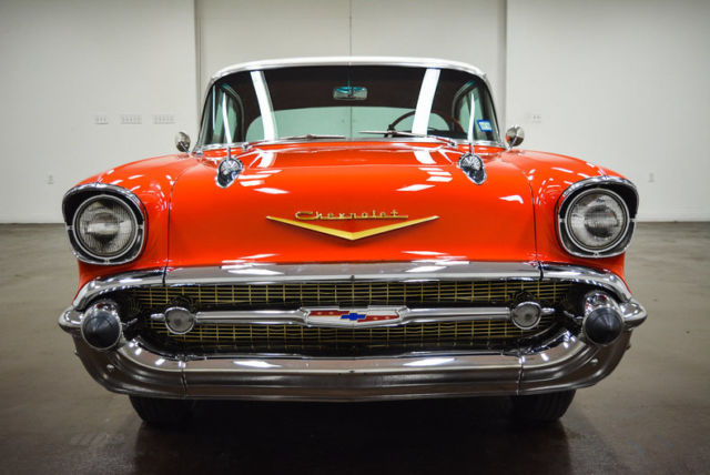 1957 Chevrolet Bel Air/150/210 (Red/Black)