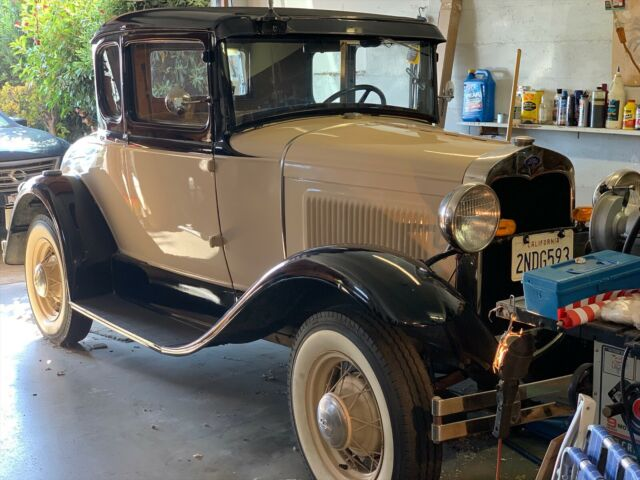 1930 Ford Model A (Tan and Black/Golden Brown)