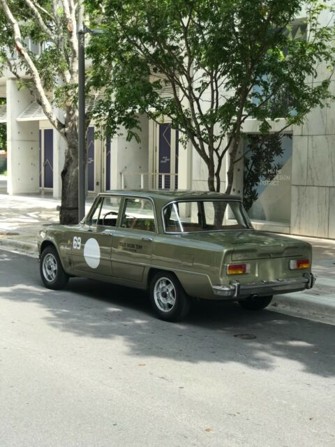 1971 Alfa Romeo Giulia (Green/Brown)