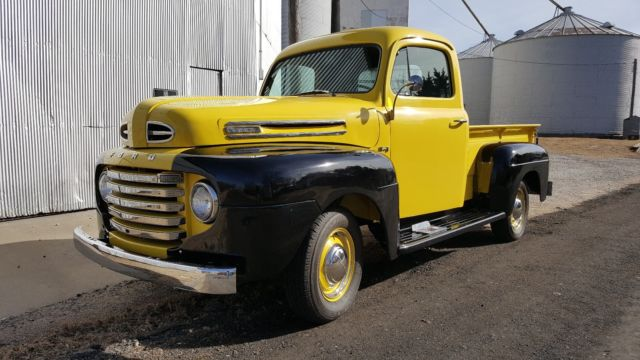 1949 Ford F1 (Red/Black)