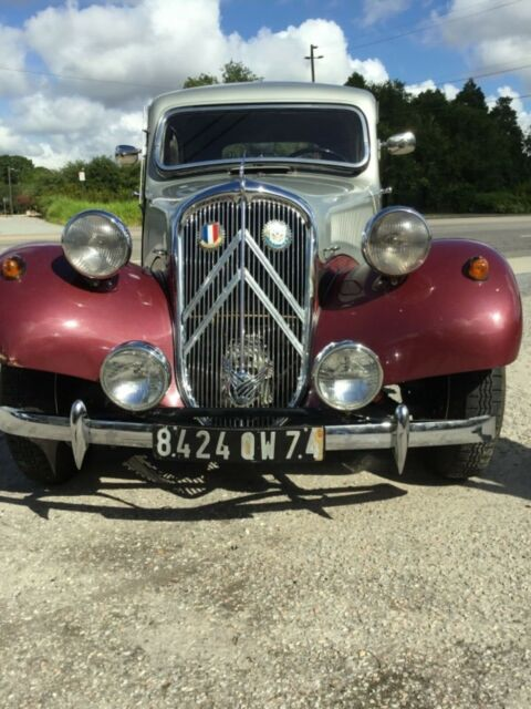 1954 Citroen Traction Avant (Silver/maroon/Maroon/brown)