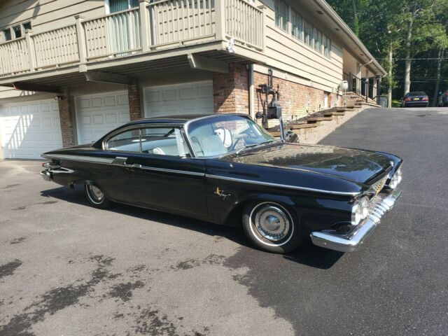 1961 Plymouth Fury (Silver/maroon/Maroon/brown)