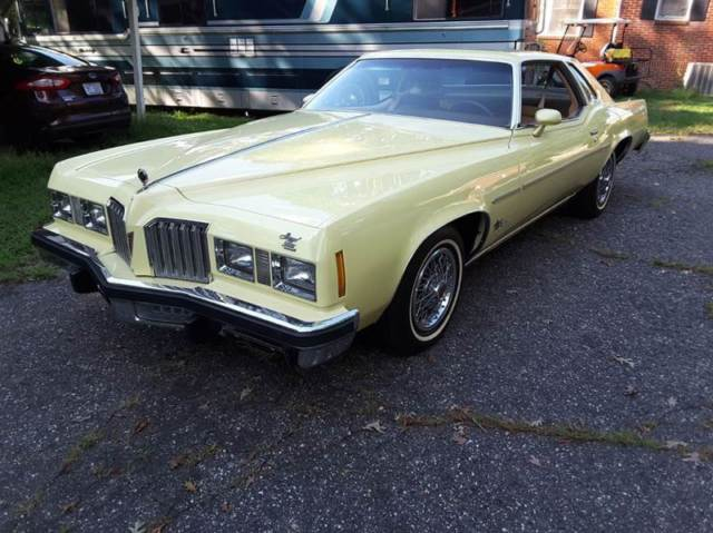 1977 Pontiac Grand Prix (Butternut Yellow/Light Brown)