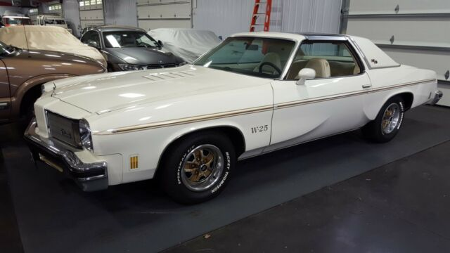 1975 Oldsmobile 442 (White/White)