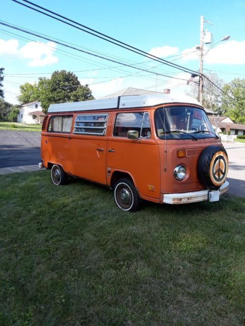 1975 Volkswagen Bus/Vanagon (Orange/Orange plaid)