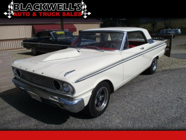 1963 Ford Fairlane (White/Red)