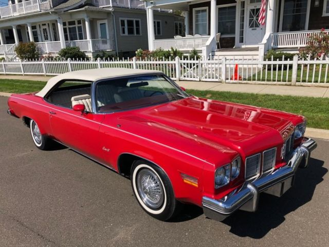 1975 Oldsmobile Eighty-Eight (Red/White)