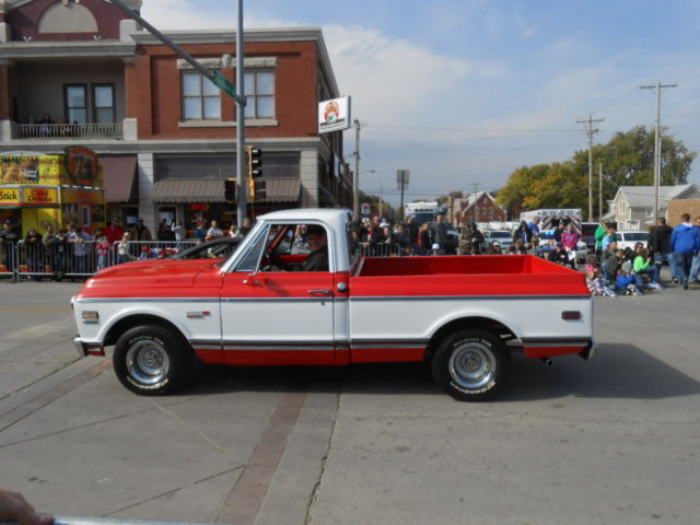 1972 Chevrolet Cheyenne (Red and White/Black)