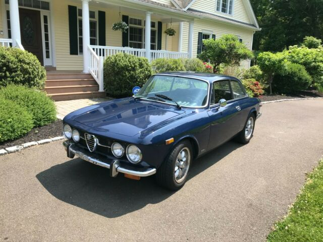1974 Alfa Romeo GTV (Holland Blue/Black)