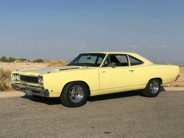 1968 Plymouth Road Runner (Yellow/Black)