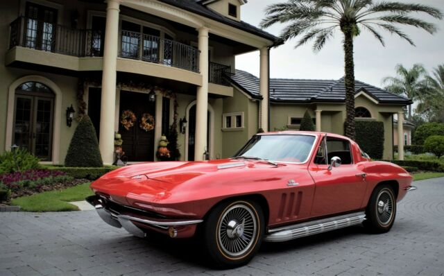 1965 Chevrolet Corvette (Rally Red/Red)
