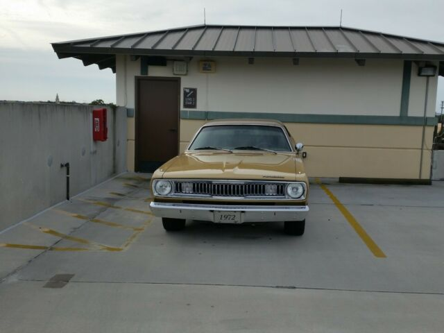 1972 Plymouth Duster (GOLD LEAF/BLACK)