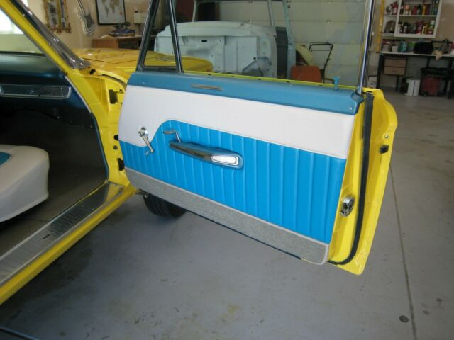 1932 Ford Tudor (Yellow/Blue)