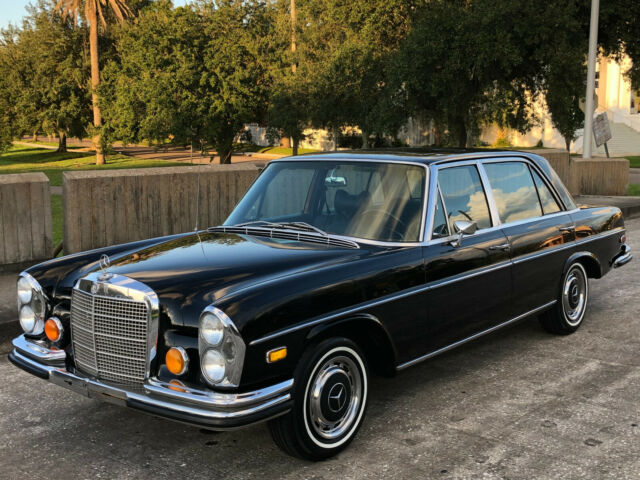 1971 Mercedes-Benz 300-Series (DB040 Black/Black leather)