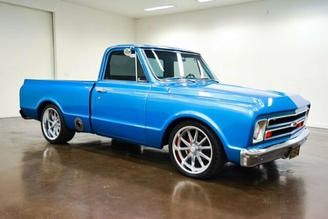 1969 Chevrolet C-10 (Blue/Black)