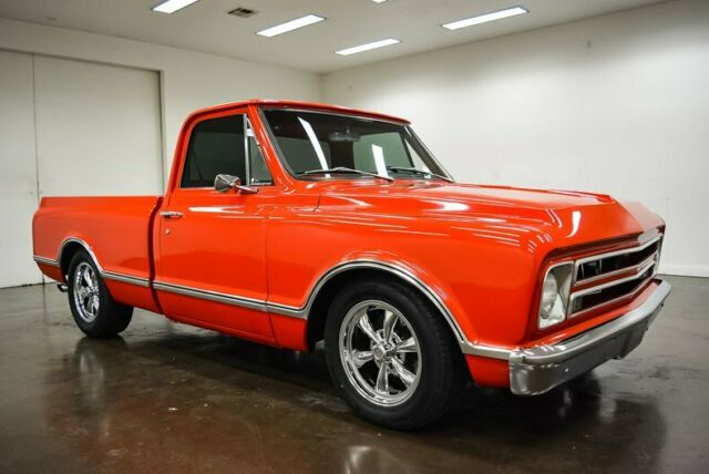 1968 Chevrolet C-10 (Red/Black)