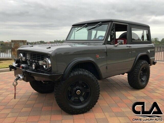 1974 Ford Bronco (Gray/Red)