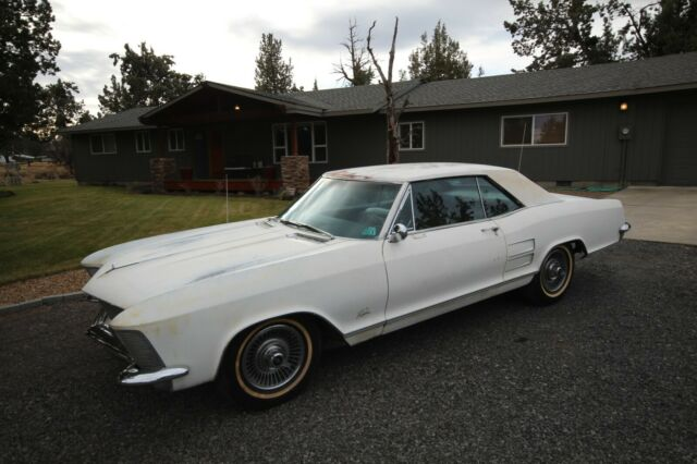 1964 Buick Riviera (White/tan/gold)