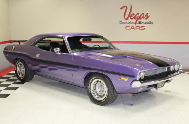 1970 Dodge Challenger (Purple/Black)