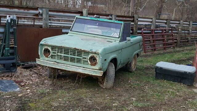 1972 Ford Bronco (Green/White)