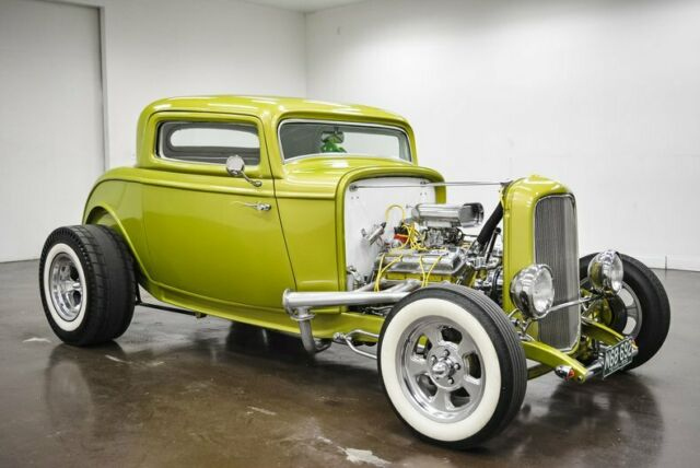 1932 Ford Coupe (Green/White)