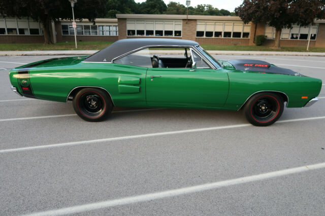 1969 Dodge Coronet (Green/Black)