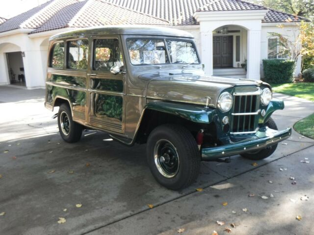 1957 Willys Station Wagon (Metalic grat over metalic green/Gray)