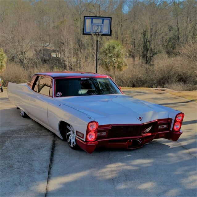 Seller of Classic Cars - 1968 Cadillac DeVille (PEARL WHITE