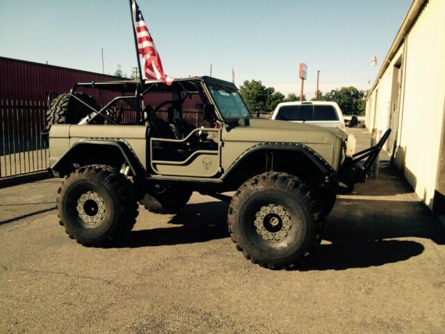 1972 Ford Bronco (Olive Drab/Black)