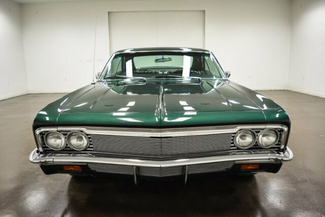 1966 Chevrolet Impala (Green/Black)