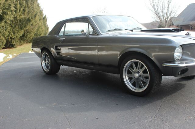 1967 Ford Mustang (Gray/Black)