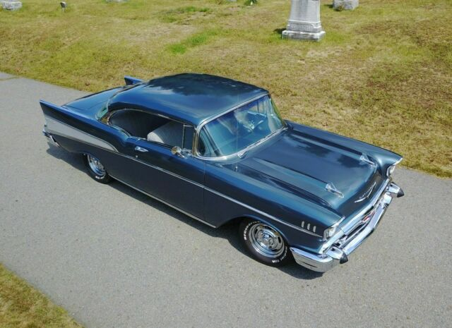 1957 Chevrolet Bel Air/150/210 (Blue/Gray)