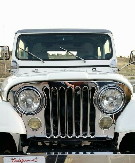1975 Jeep CJ (White/Gray)