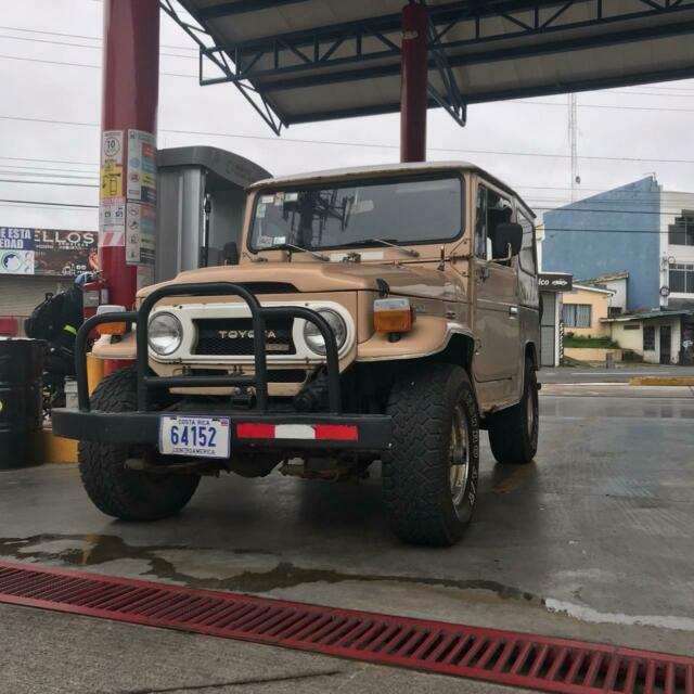 1976 Toyota Land Cruiser (Tan/Gray)