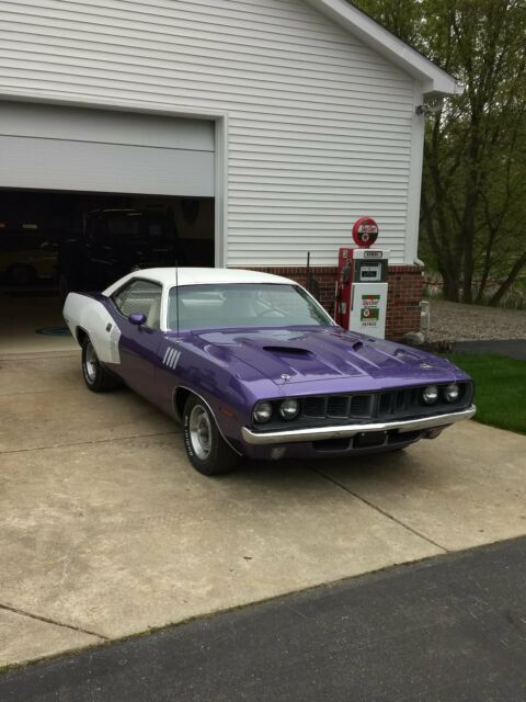 1971 Plymouth Barracuda (Purple/White)
