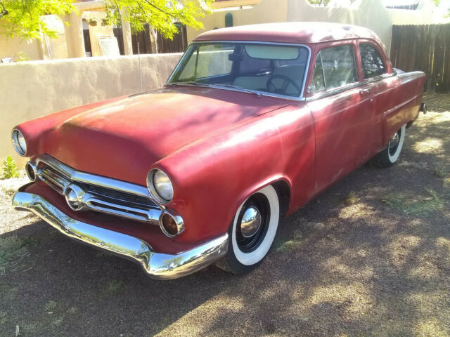 1952 Ford Fairlane (Red/White)