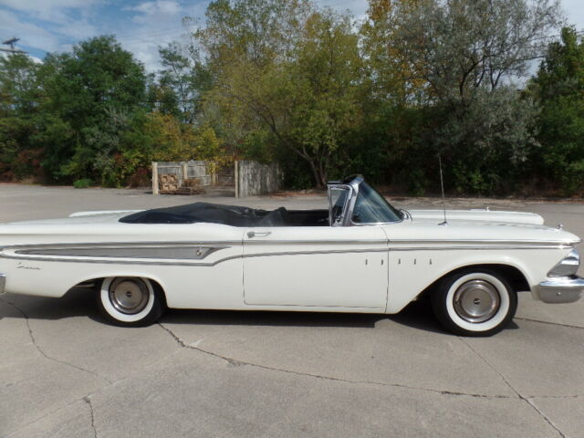 1959 Edsel Corsair (White/Black)