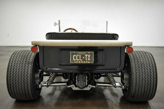 1923 Ford T-Bucket (Black/Camel)