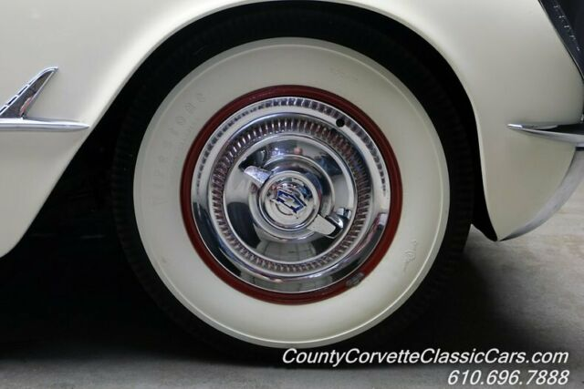 1953 Chevrolet Corvette (White/Red)